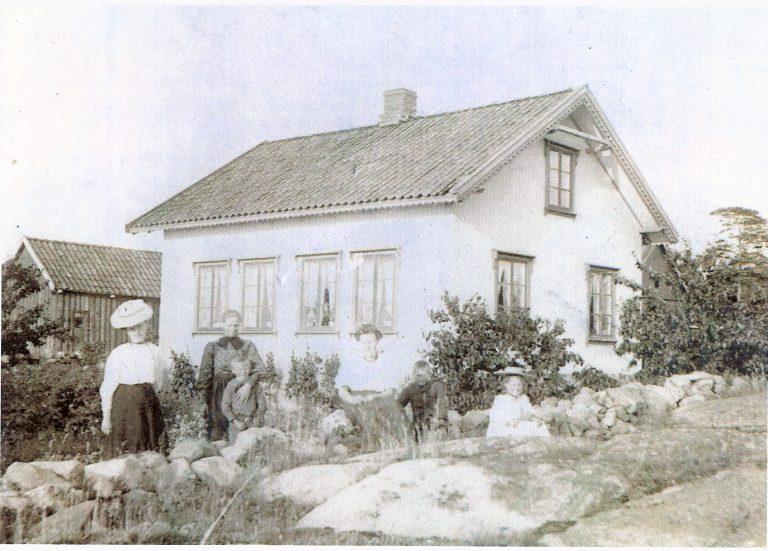 Bildet viser Alf Larsens barndomshjem på Hudø